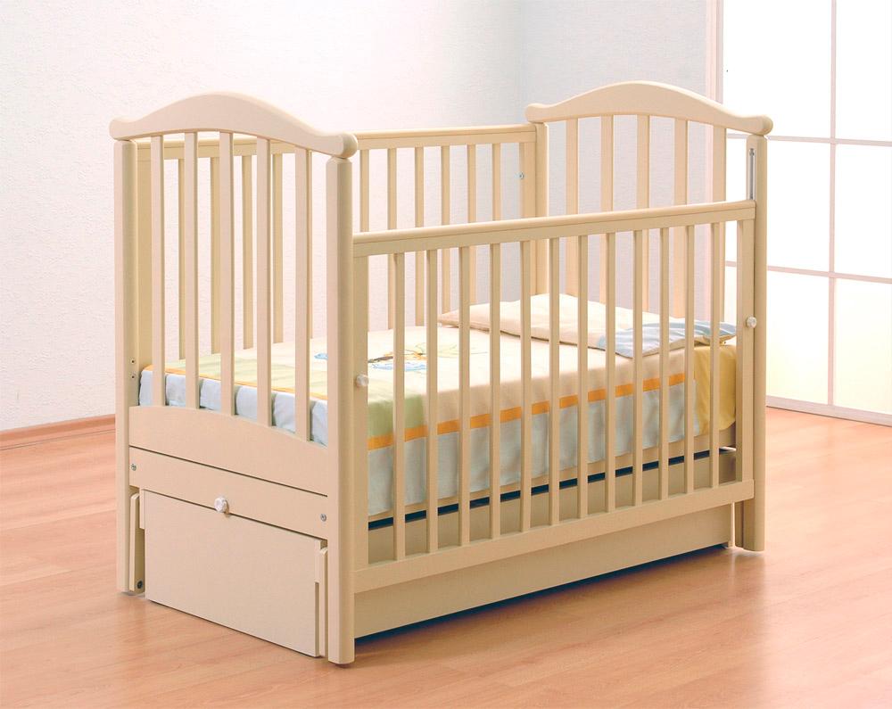 Детская бежевая кроватка из дуба