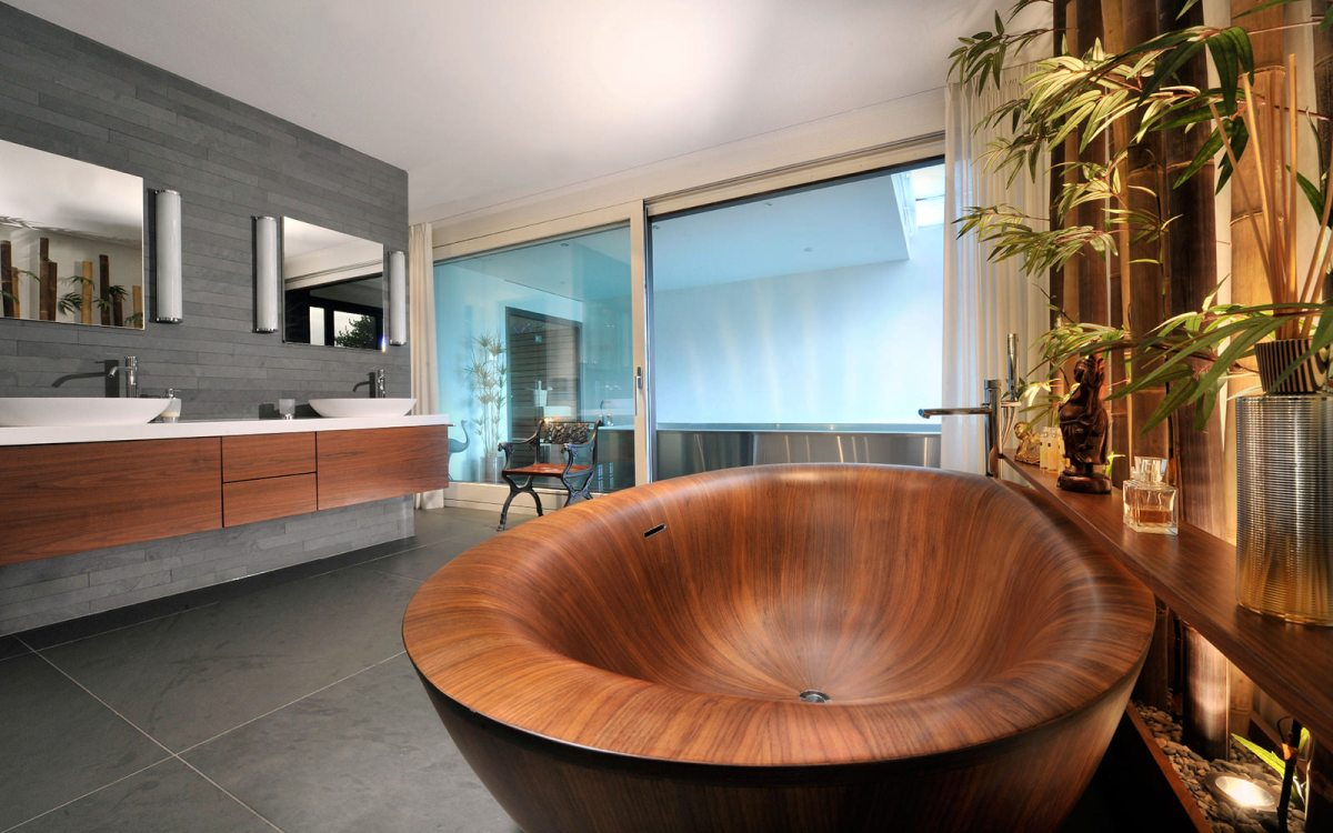 Стильная ванна из дуба