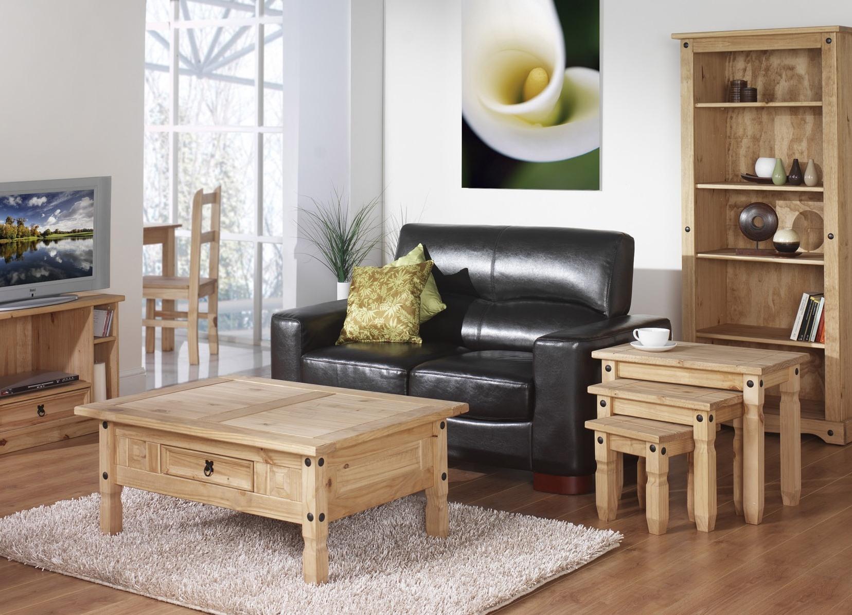 Практичная мебель из дуба в гостиной