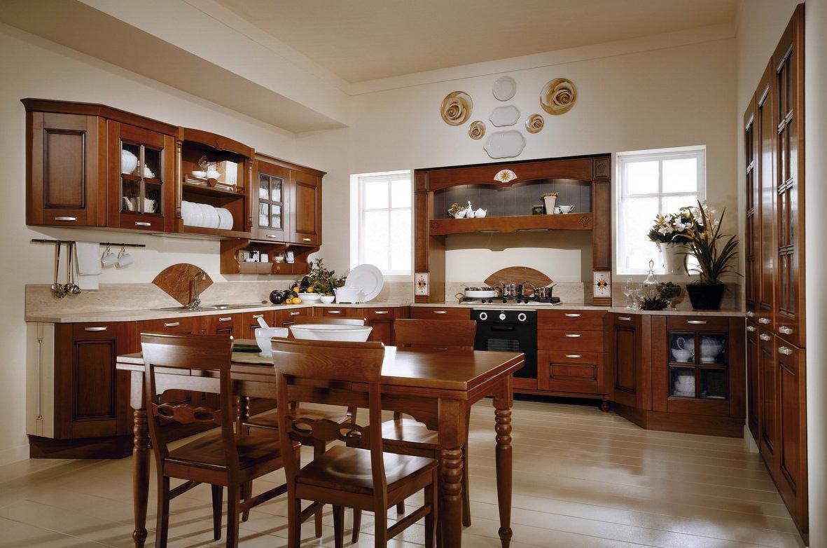 Кухня с обеденным столом из ольхи