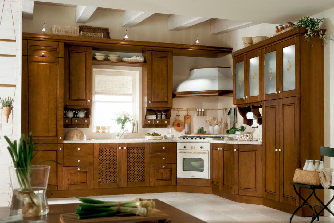 Угловая кухня из ольхи в стиле кантри