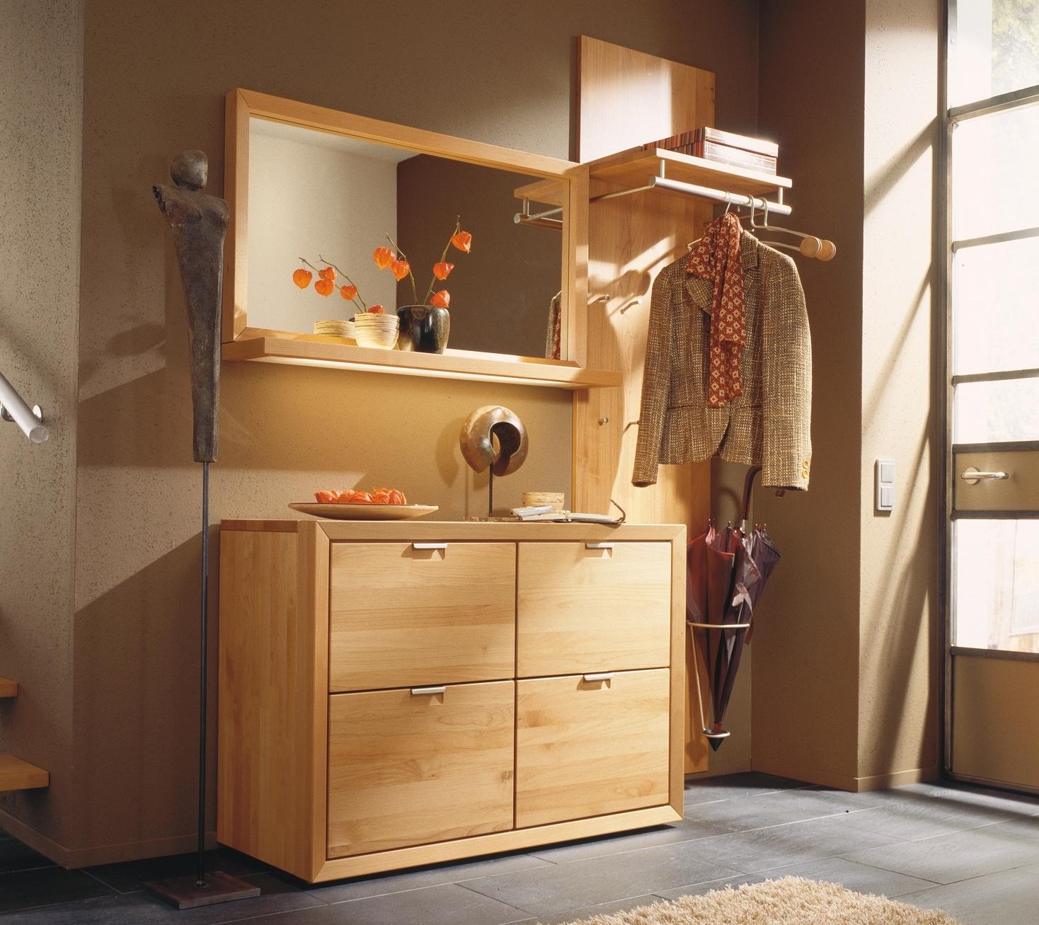 Мебель из ольхи в прихожей