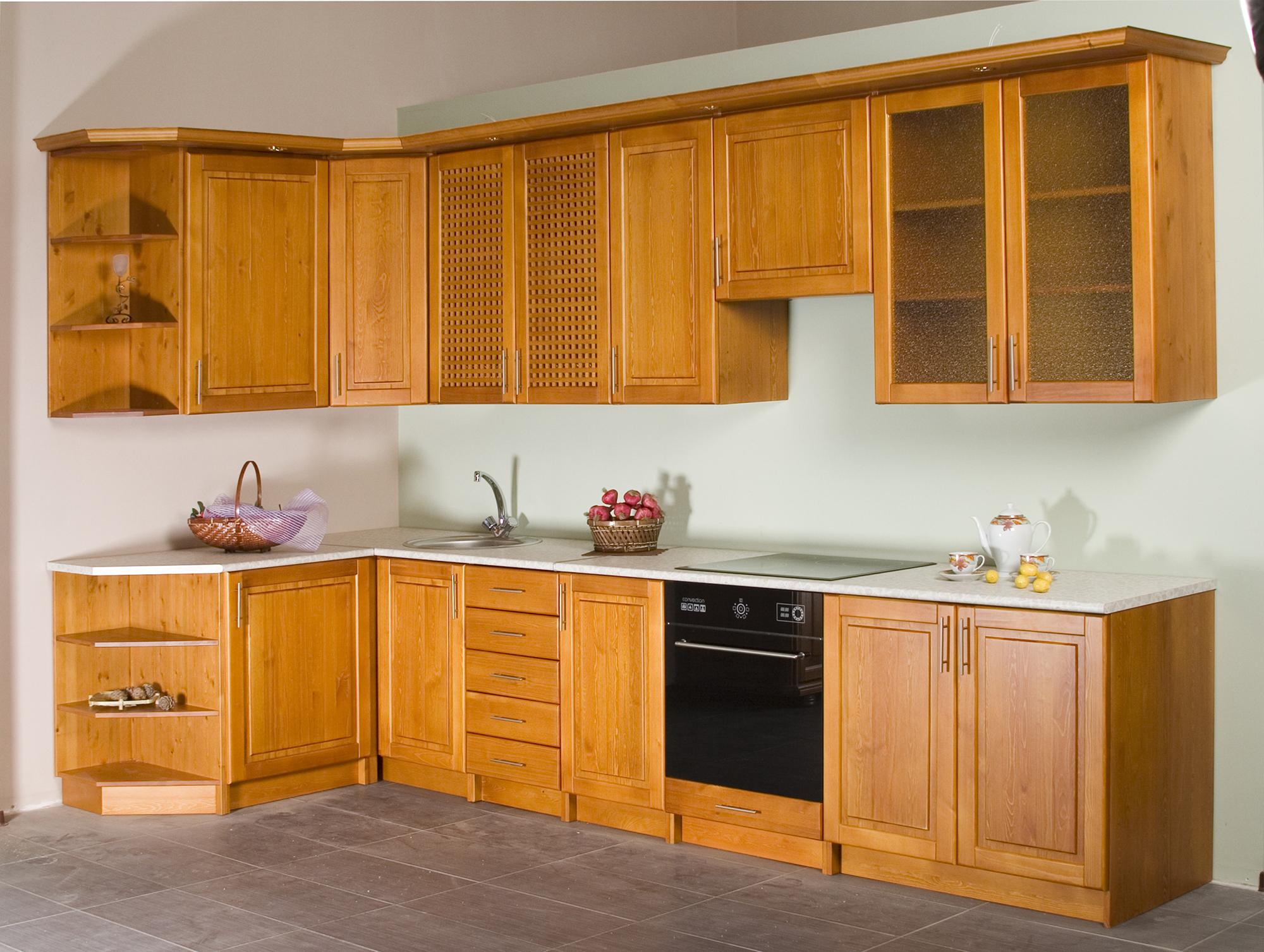 Угловой кухонный гарнитур из сосны