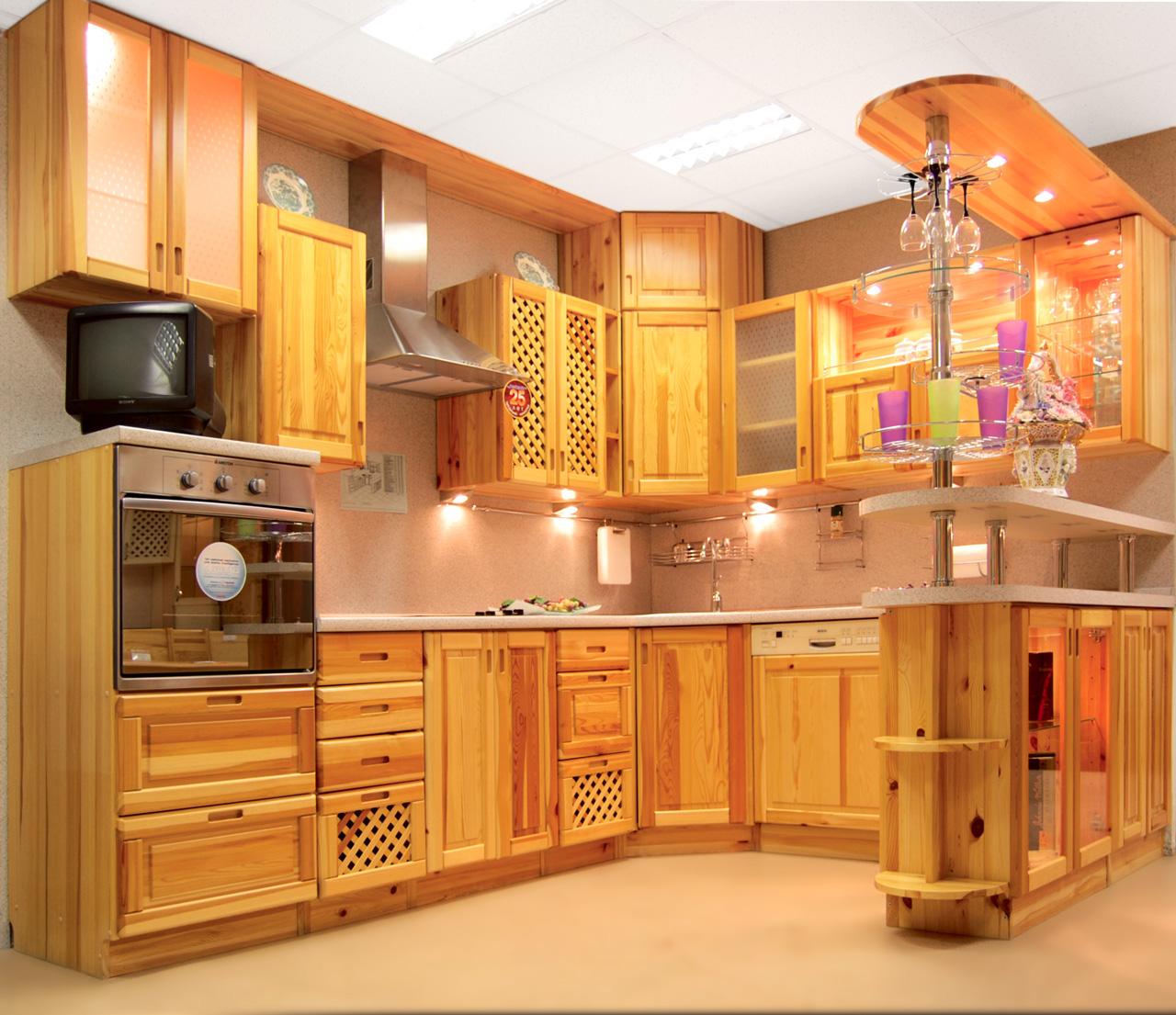 Кухонный гарнитур с барной стойкой из сосны