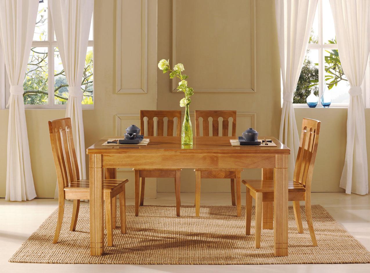 Обеденный стол и стулья из сосны в интерьере