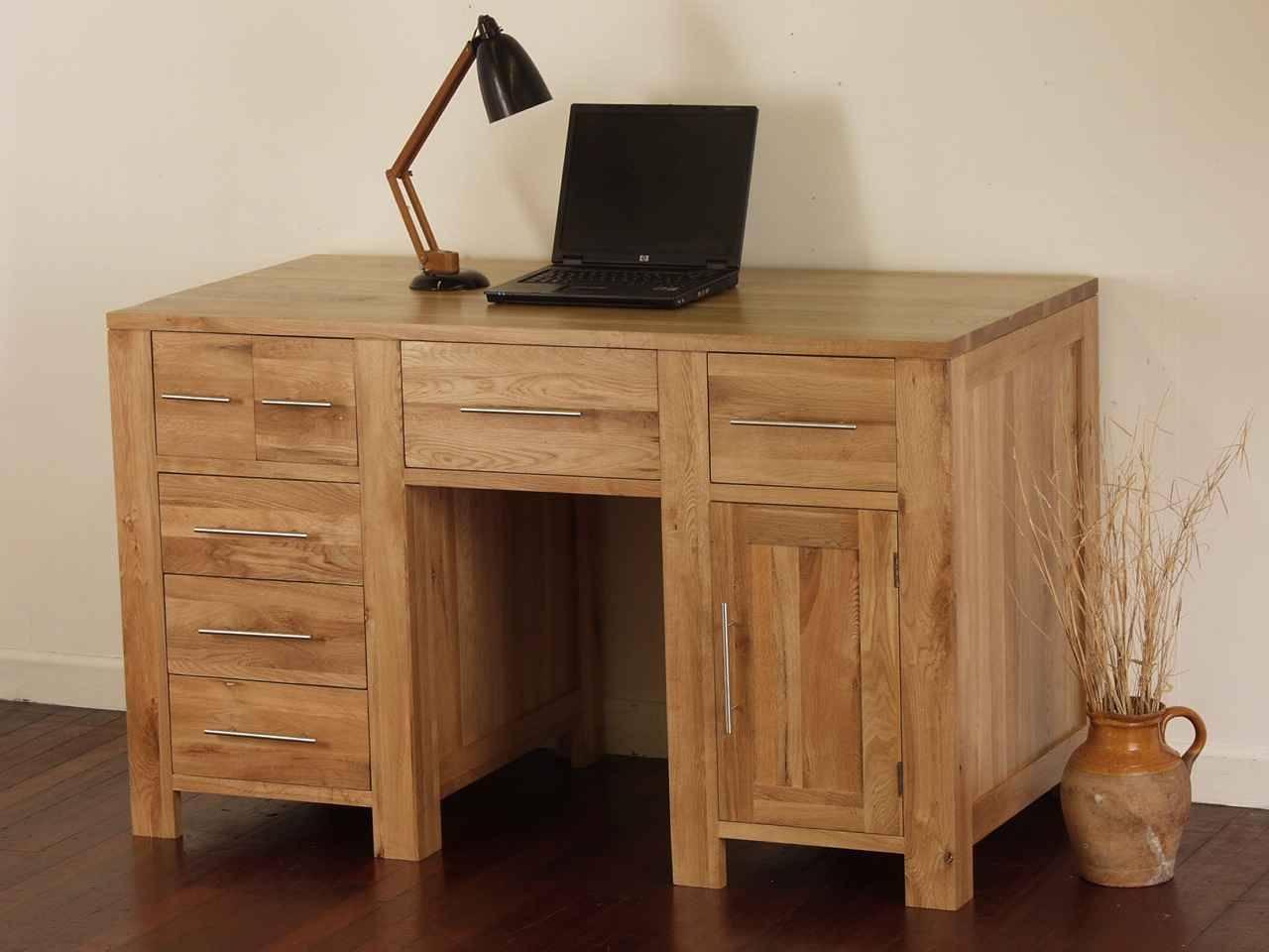 Рабочий стол из сосны