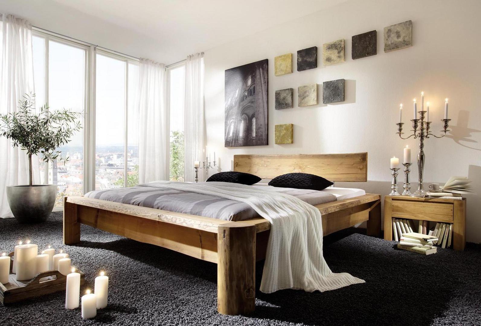 Кровать и тумба из сосны в интерьере спальни