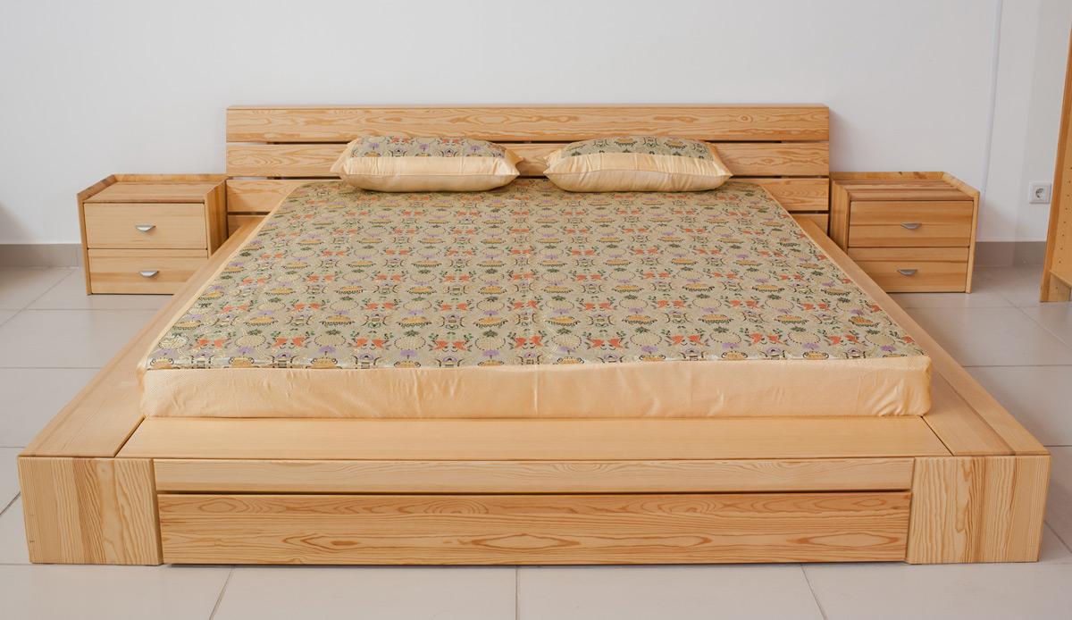 Кровать и тумбы из сосны