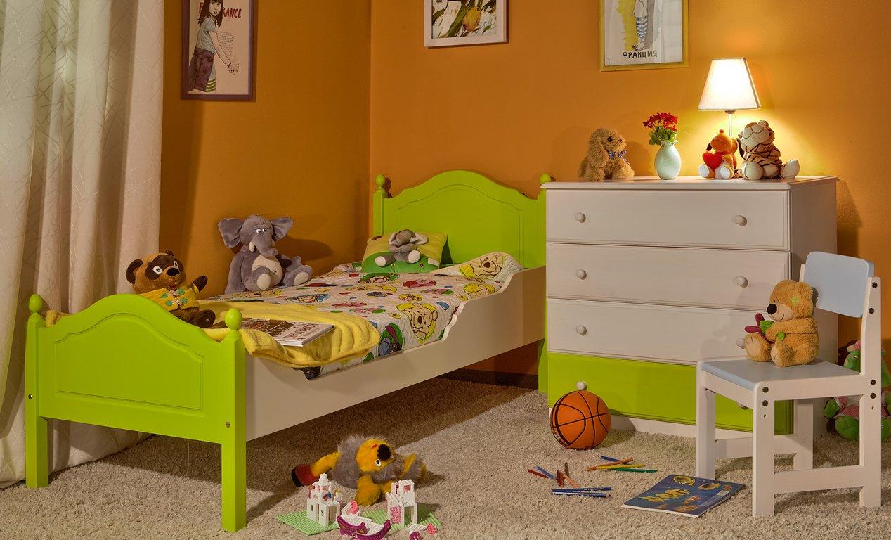 Мебель из сосны в интерьере детской комнаты