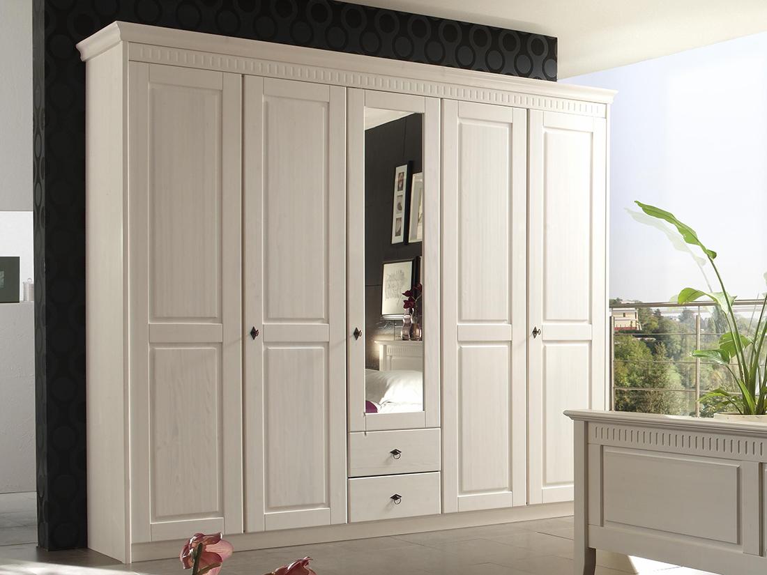 Белый шкаф для спальни из сосны