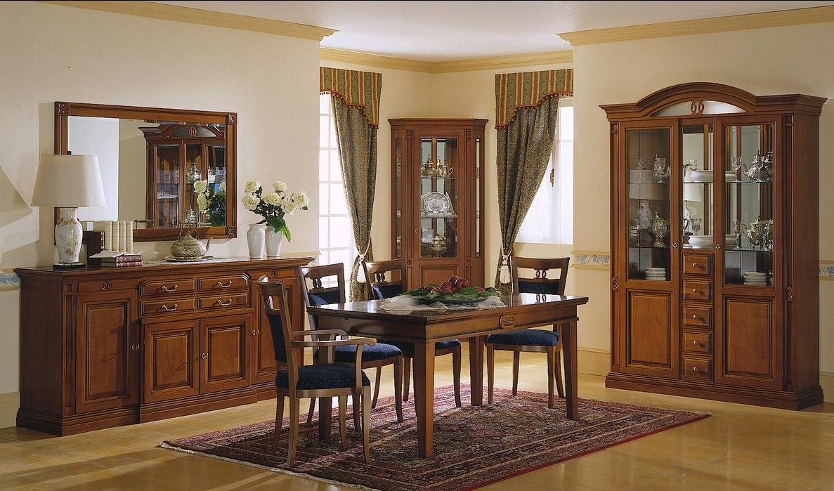 Комплект мебели из вишни в столовой