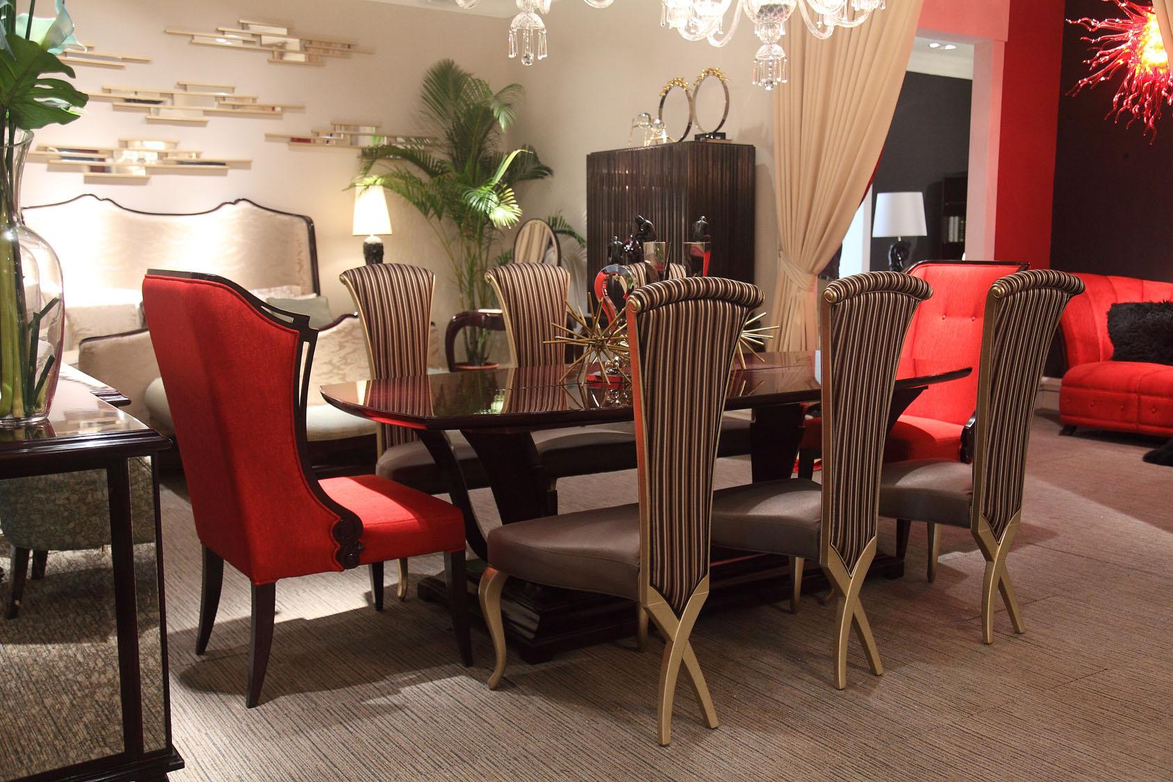 Стильная мебель из вишни для столовой