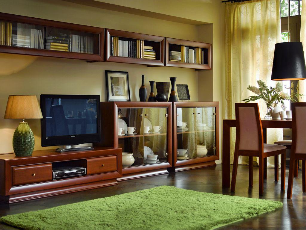 Комплект мебели из вишни в гостиной-столовой