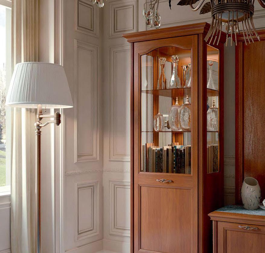 Шкаф из стекла и вишни в гостиной