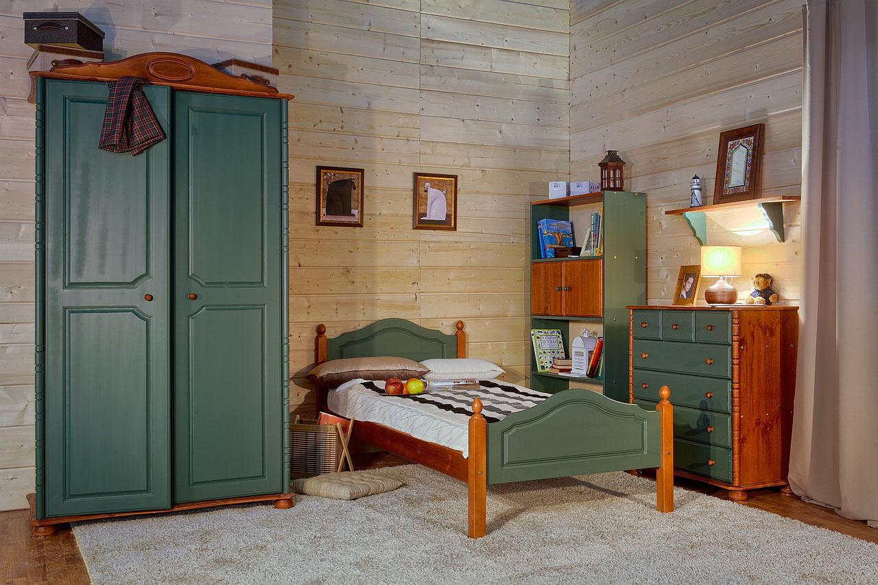 Зелено-коричневая мебель из вишни в детской