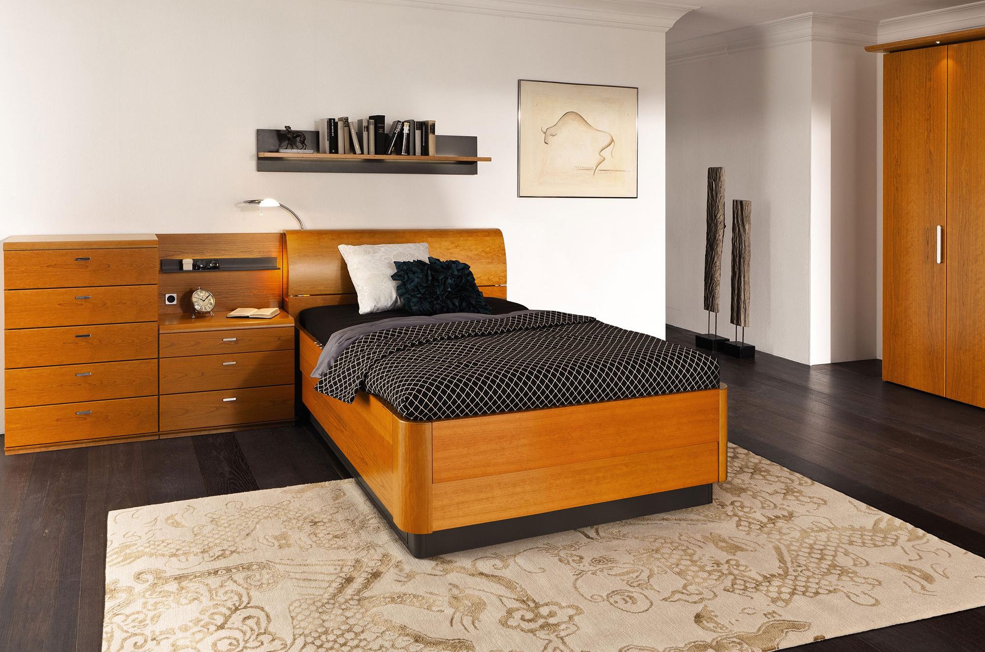 Одноместный спальный гарнитур из вишни