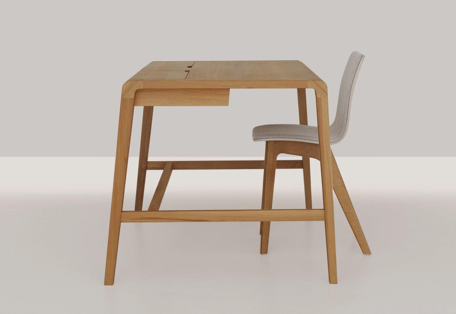 Маленький стол-трансформер из вишни