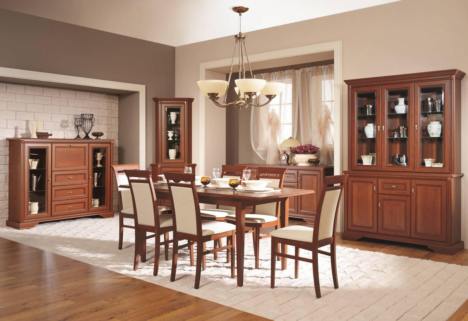 Гостиная-столовая с мебелью из вишни
