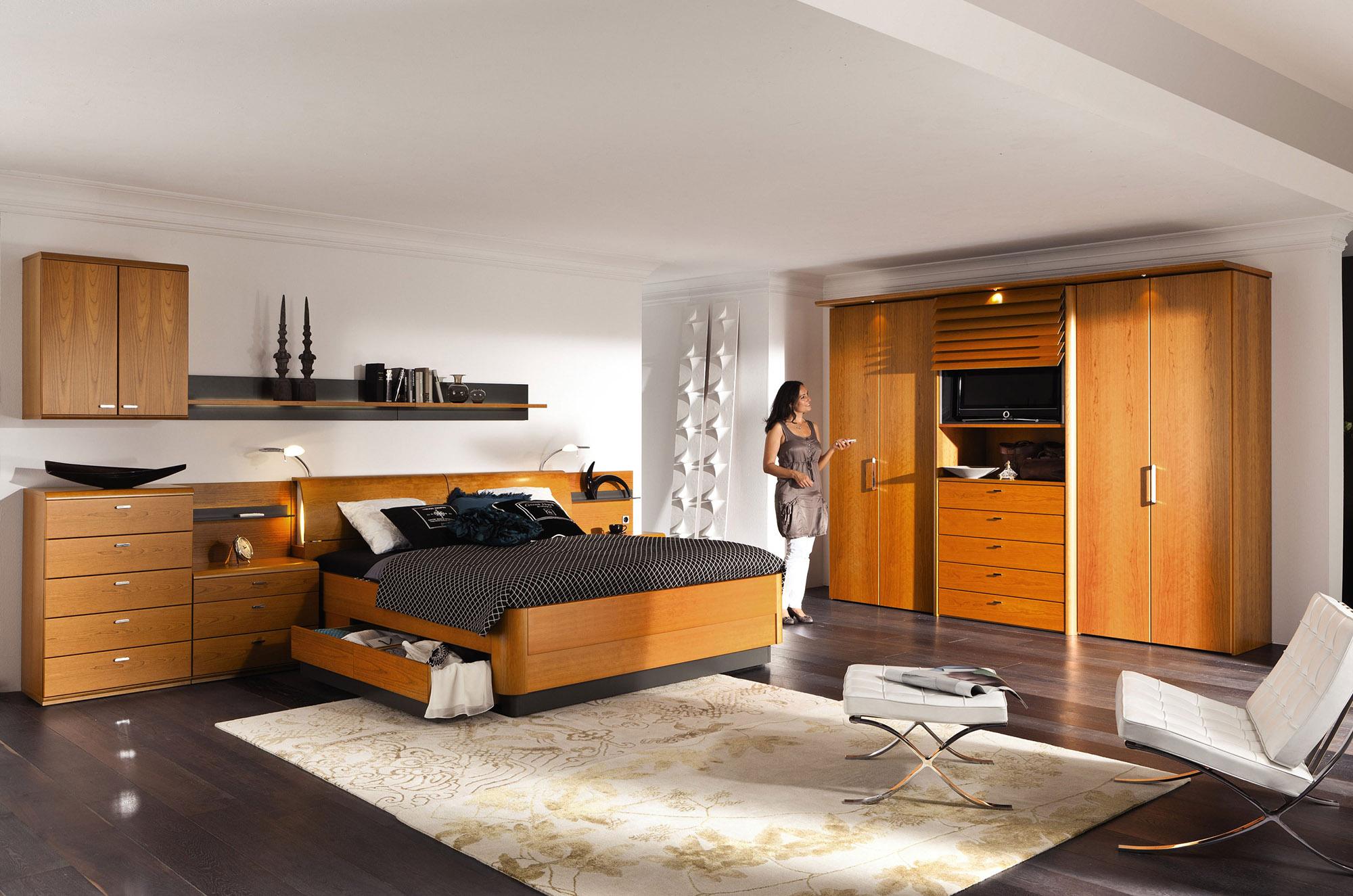 Мебель из вишни в спальне