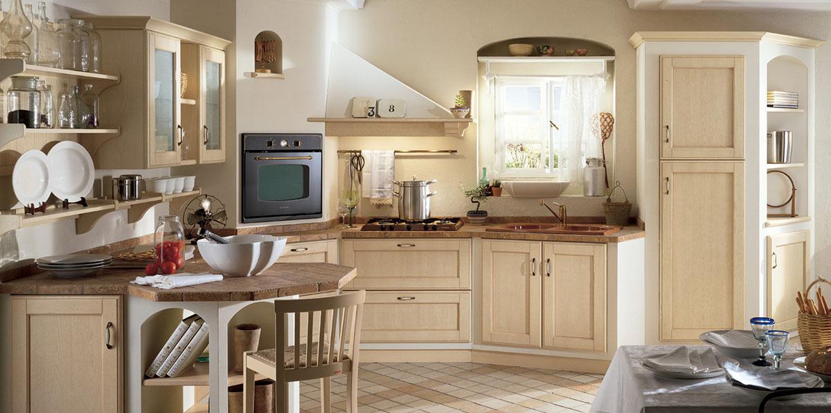 Бежево-коричневая уютная кухня из ясеня