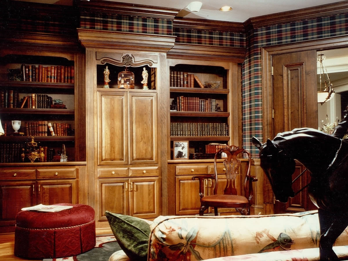 Классическая гостиная с мебелью из ясеня