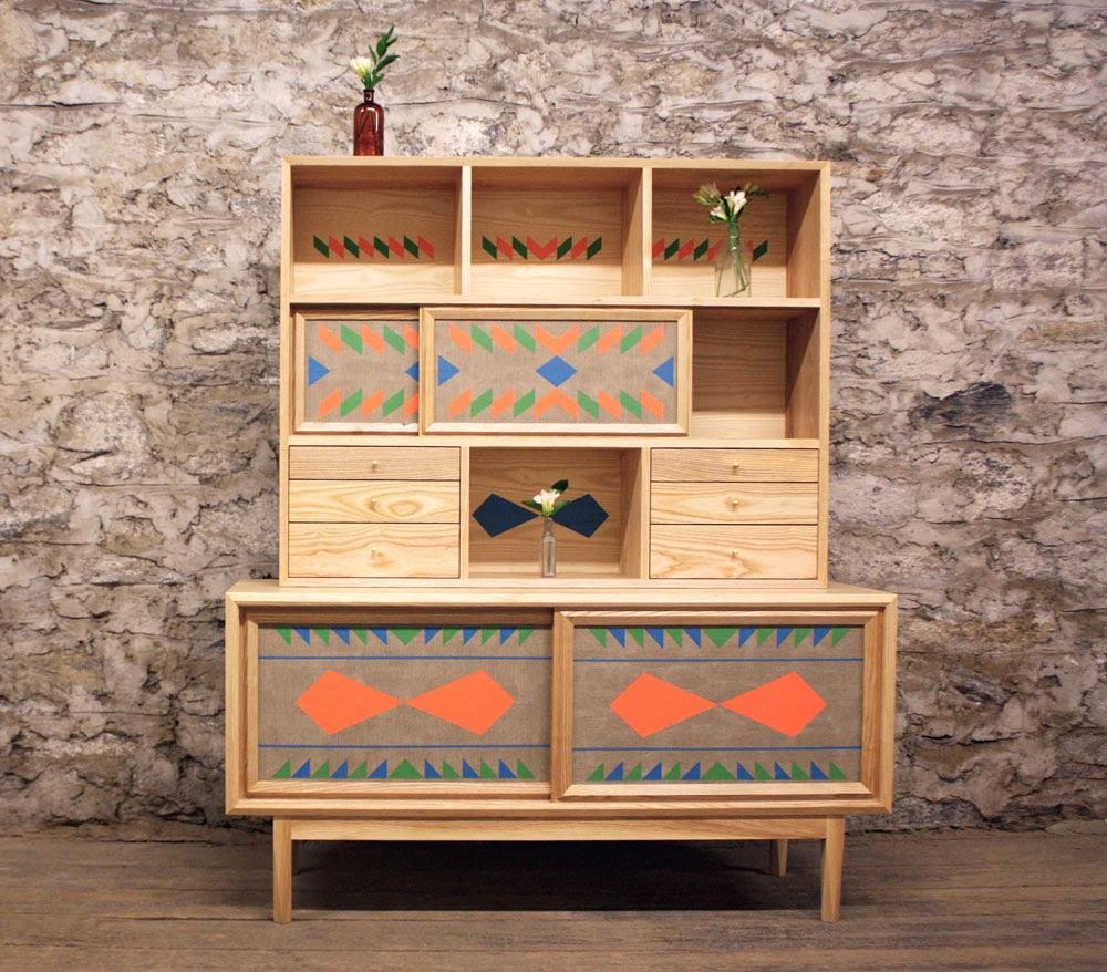 Оригинальный шкаф из ясеня для гостиной