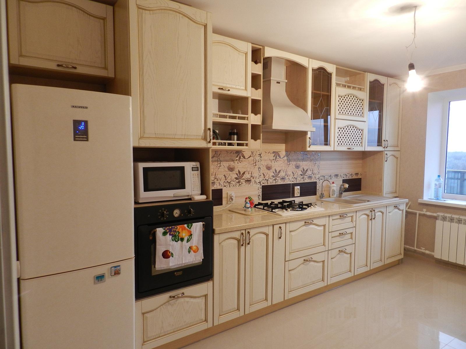 Красивый кухонный гарнитур из ясеня