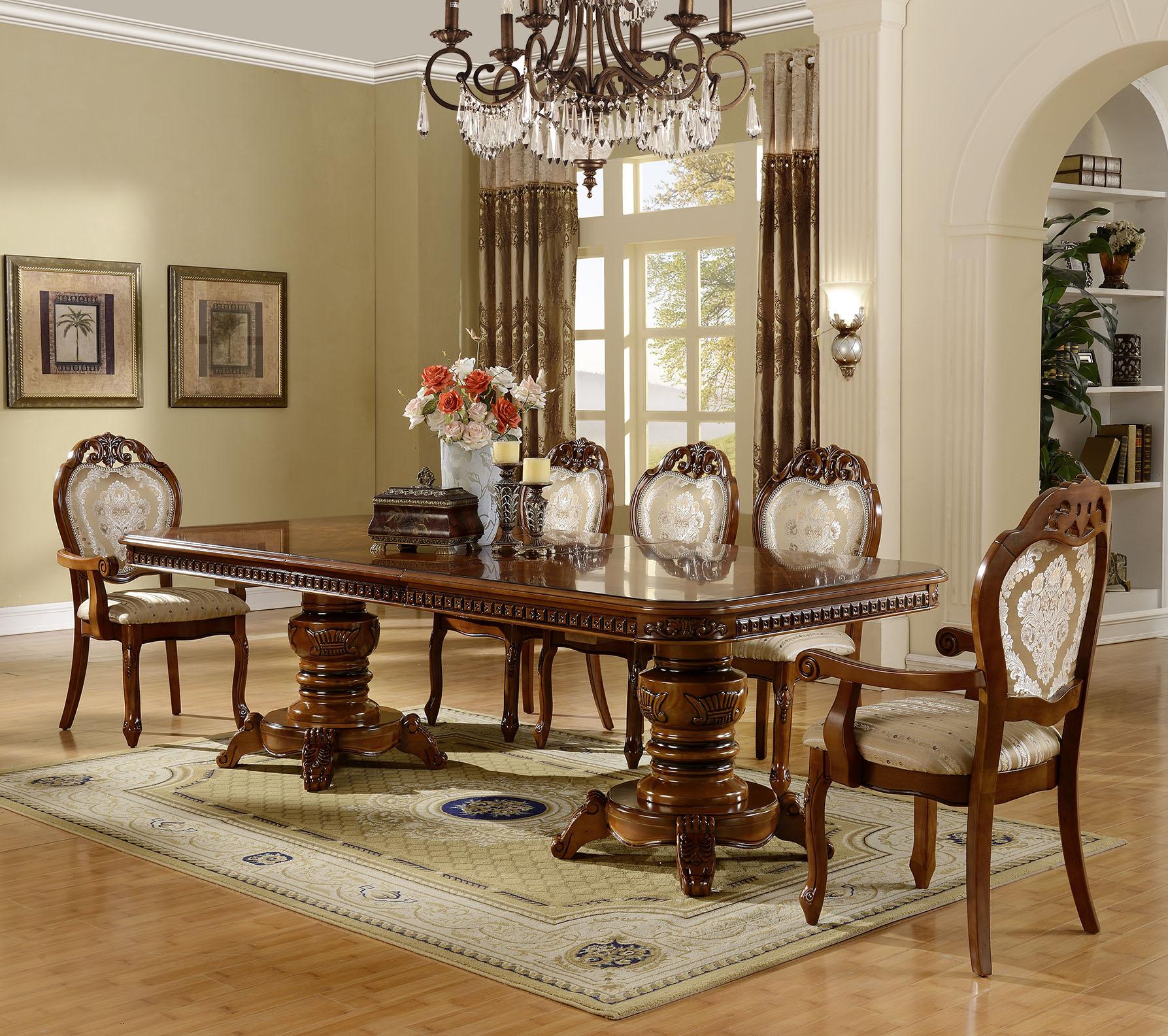 Обеденный стол и стулья из миланского ореха