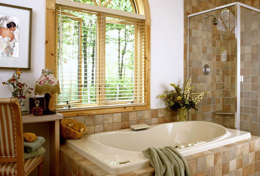 Коричневая мебель в ванной в стиле прованс