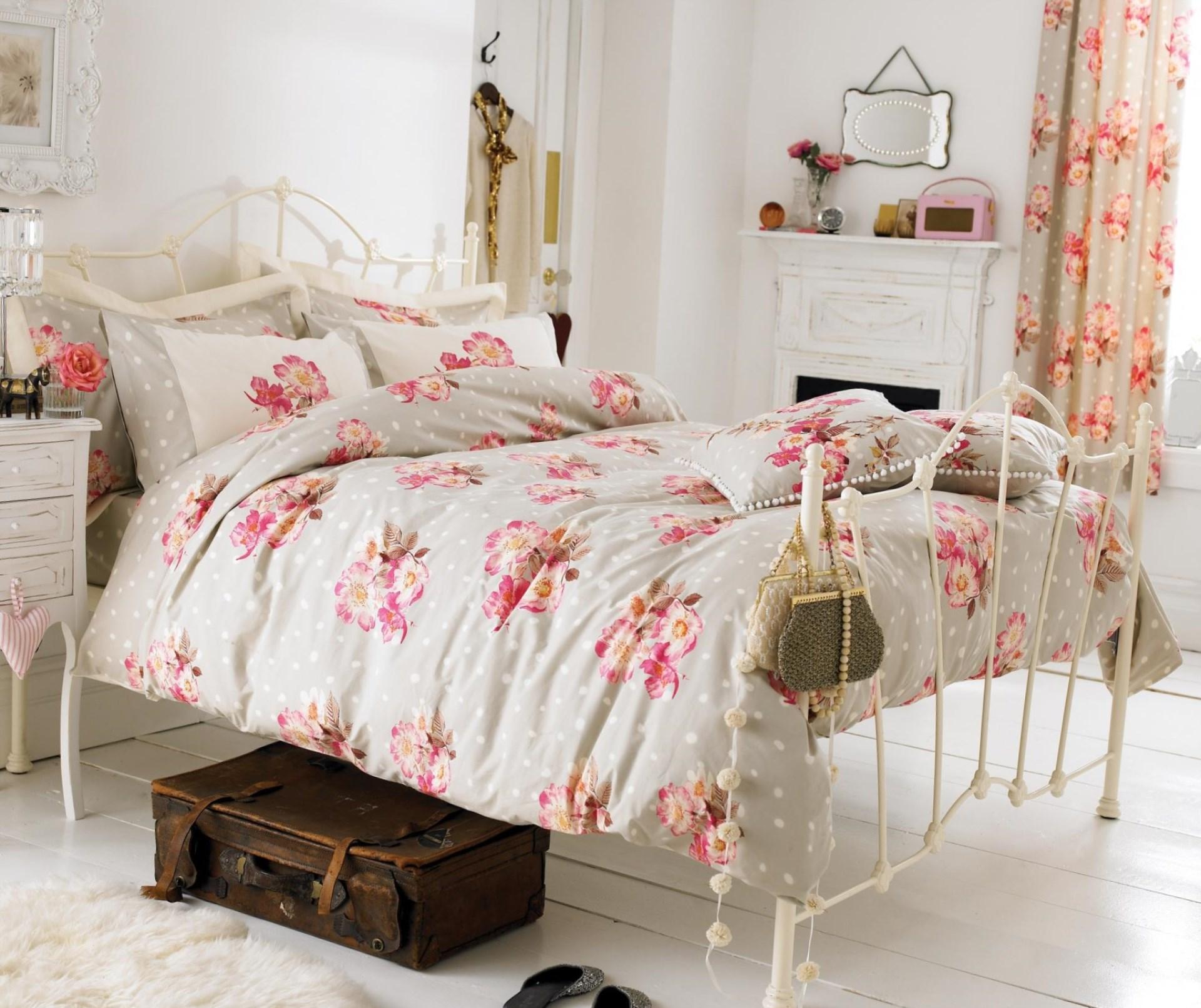 Кованая белая кровать в стиле прованс