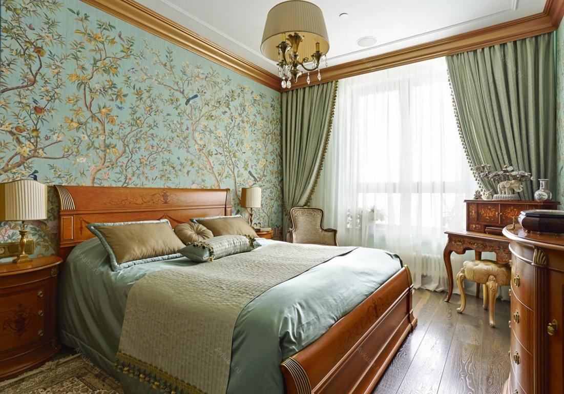 Коричневая мягкая мебель в классической спальне