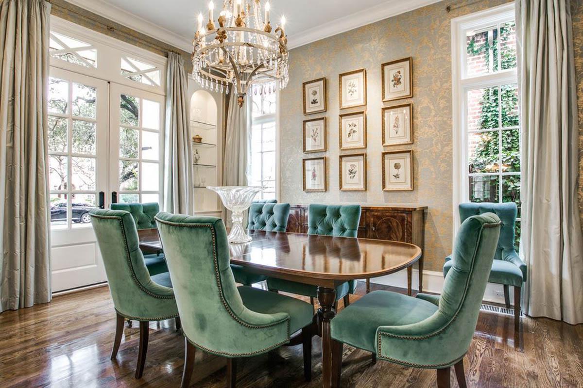 Коричнево-зеленая мебель в столовой в классическом стиле