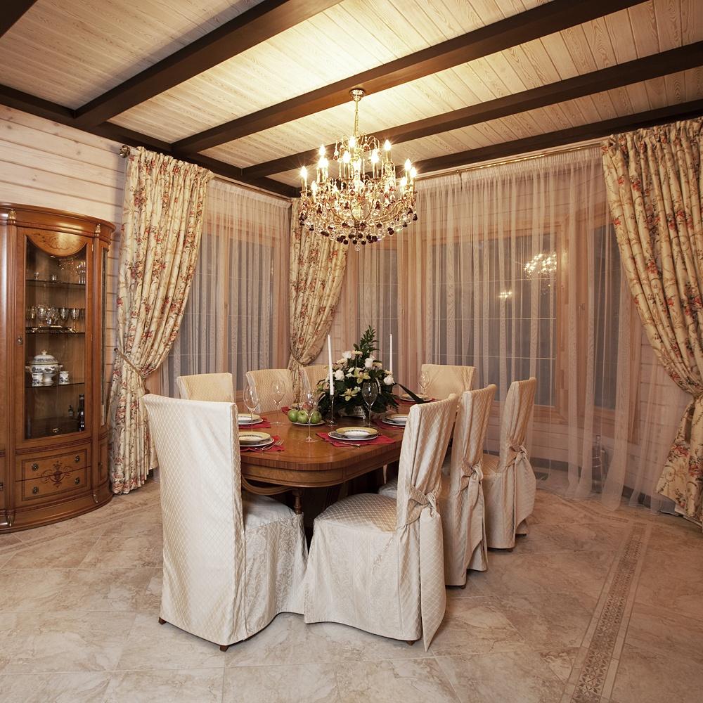 Деревянная мебель в столовой в классическом стиле
