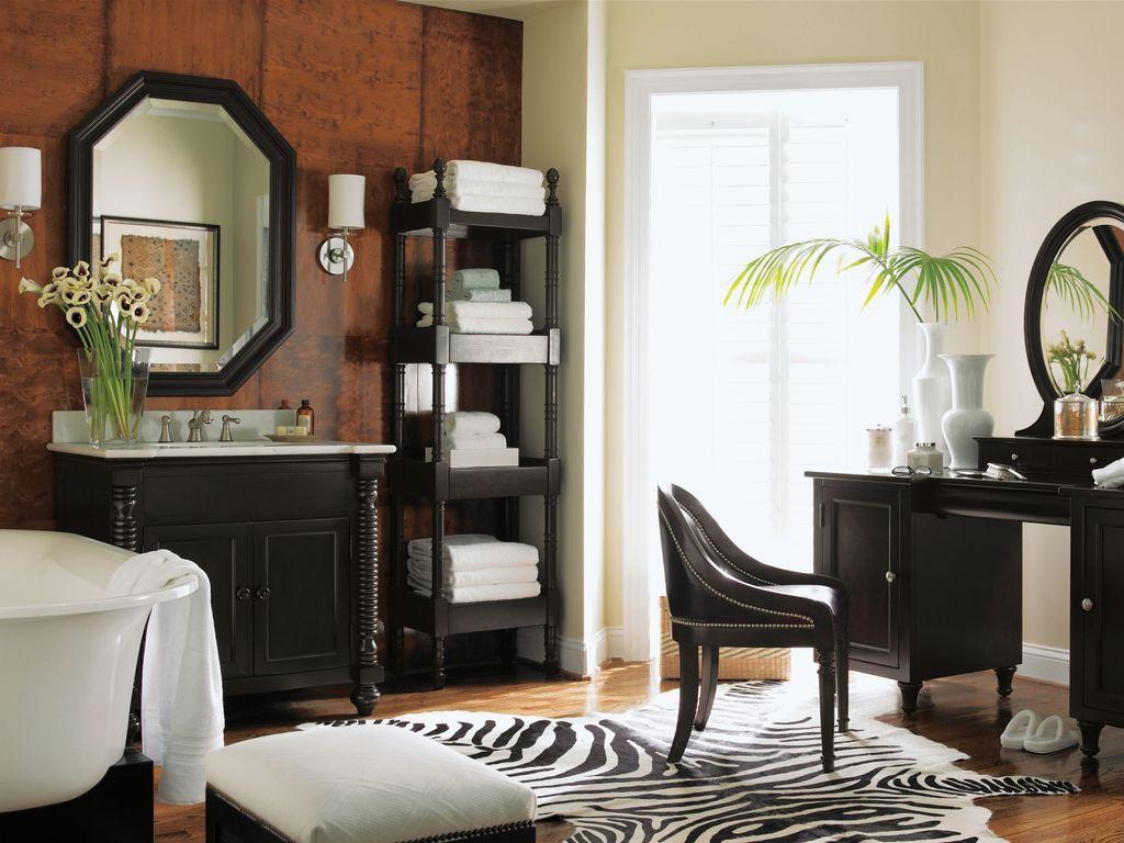 Черная стильная мебель в ванной арт-деко