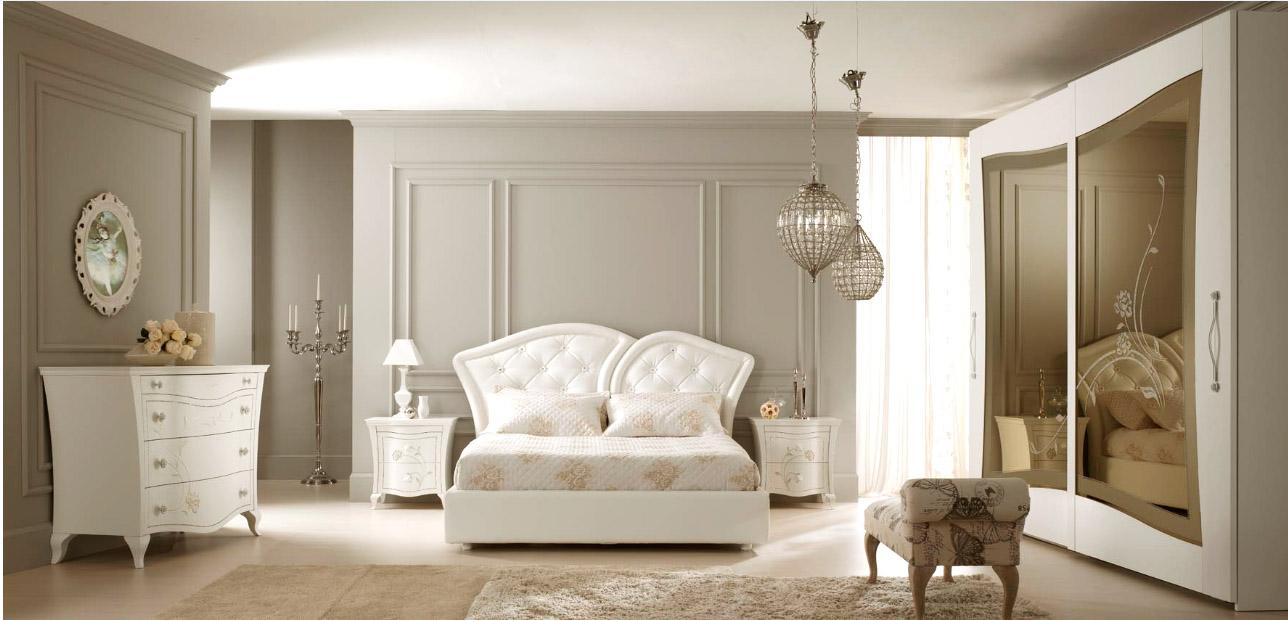 Белая мебель в стиле арт-деко в спальне