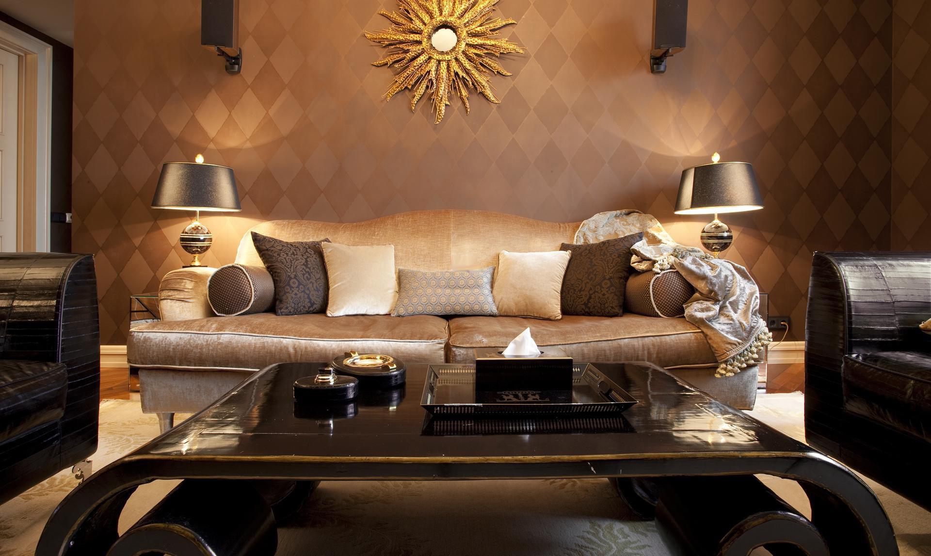 Мебель в красивой гостиной в стиле арт-деко