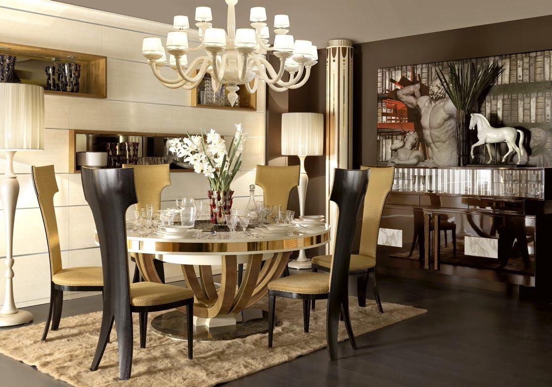 Бежево-черная и бело-золотистая мебель в столовой