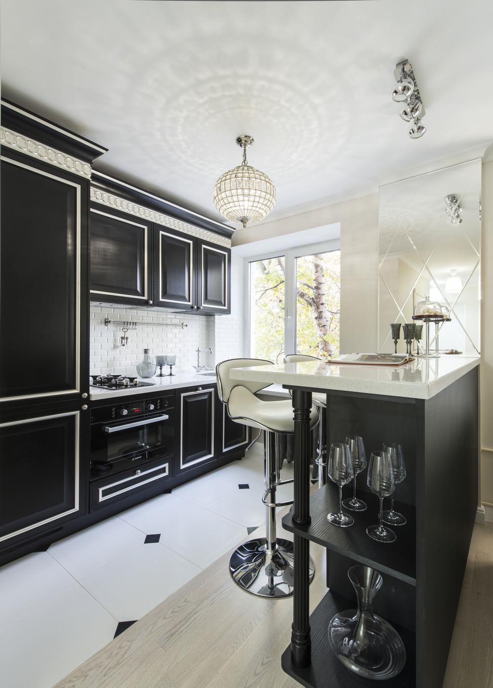 Черно-белая кухня с барной стойкой в стиле арт-деко