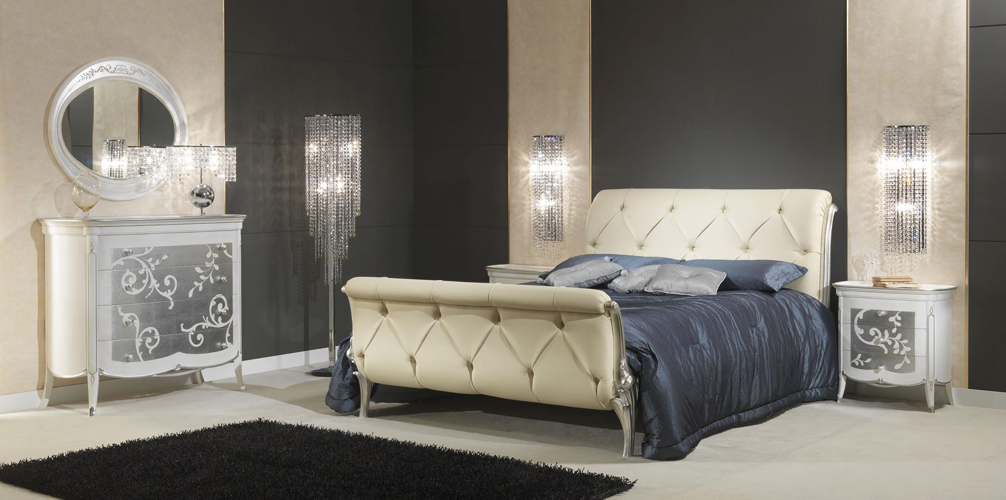 Бежевая и белая мебель в стиле арт-деко в спальне