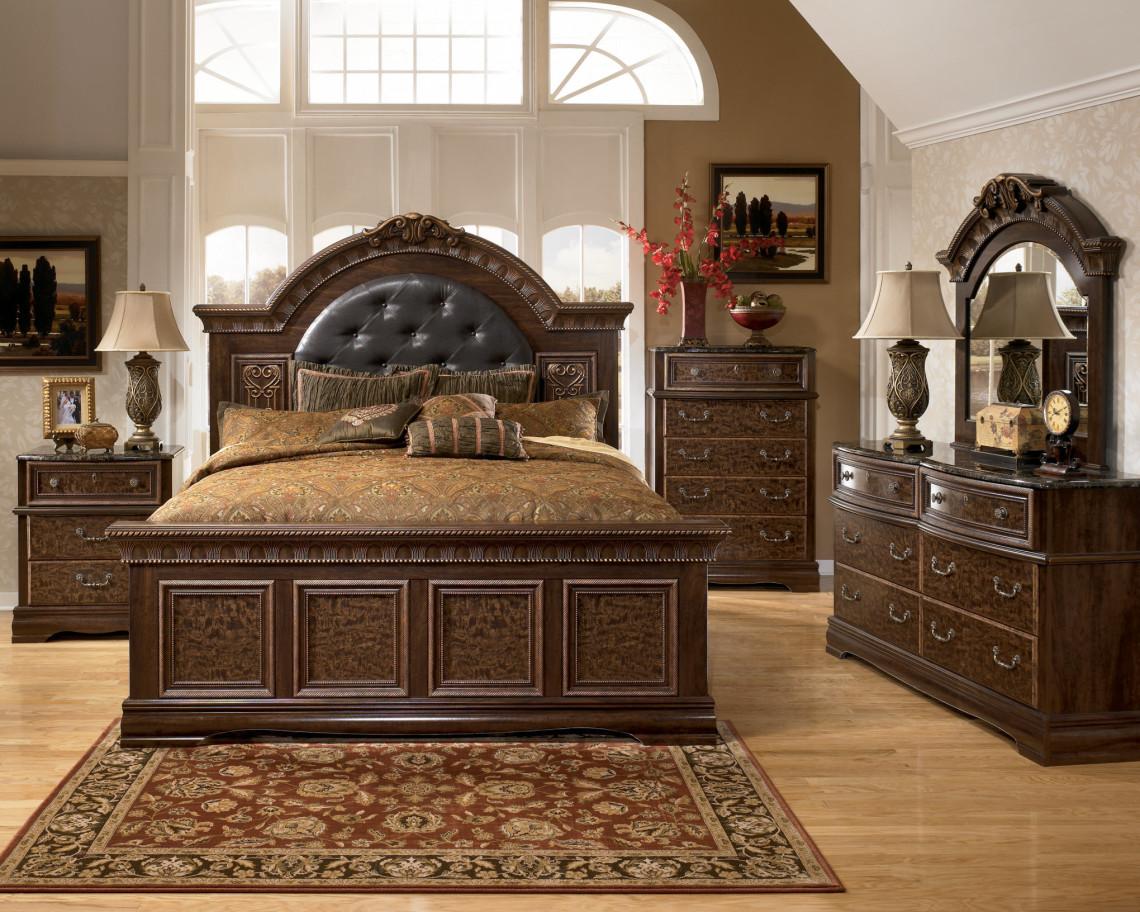 Мебель из натурального дерева для спальни в стиле кантри