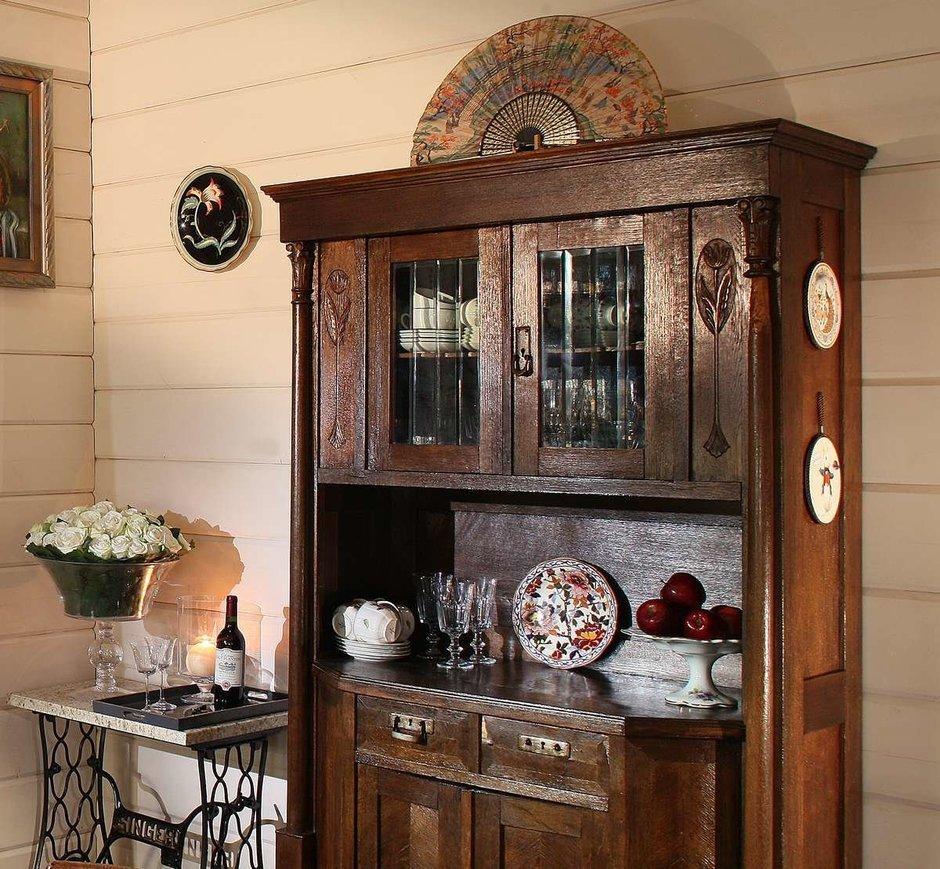 Посудный шкаф в стиле кантри