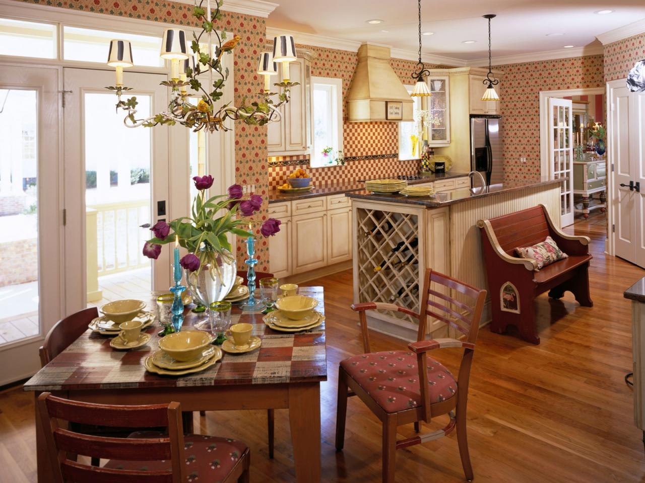 Мебель на кухне-столовой в стиле кантри