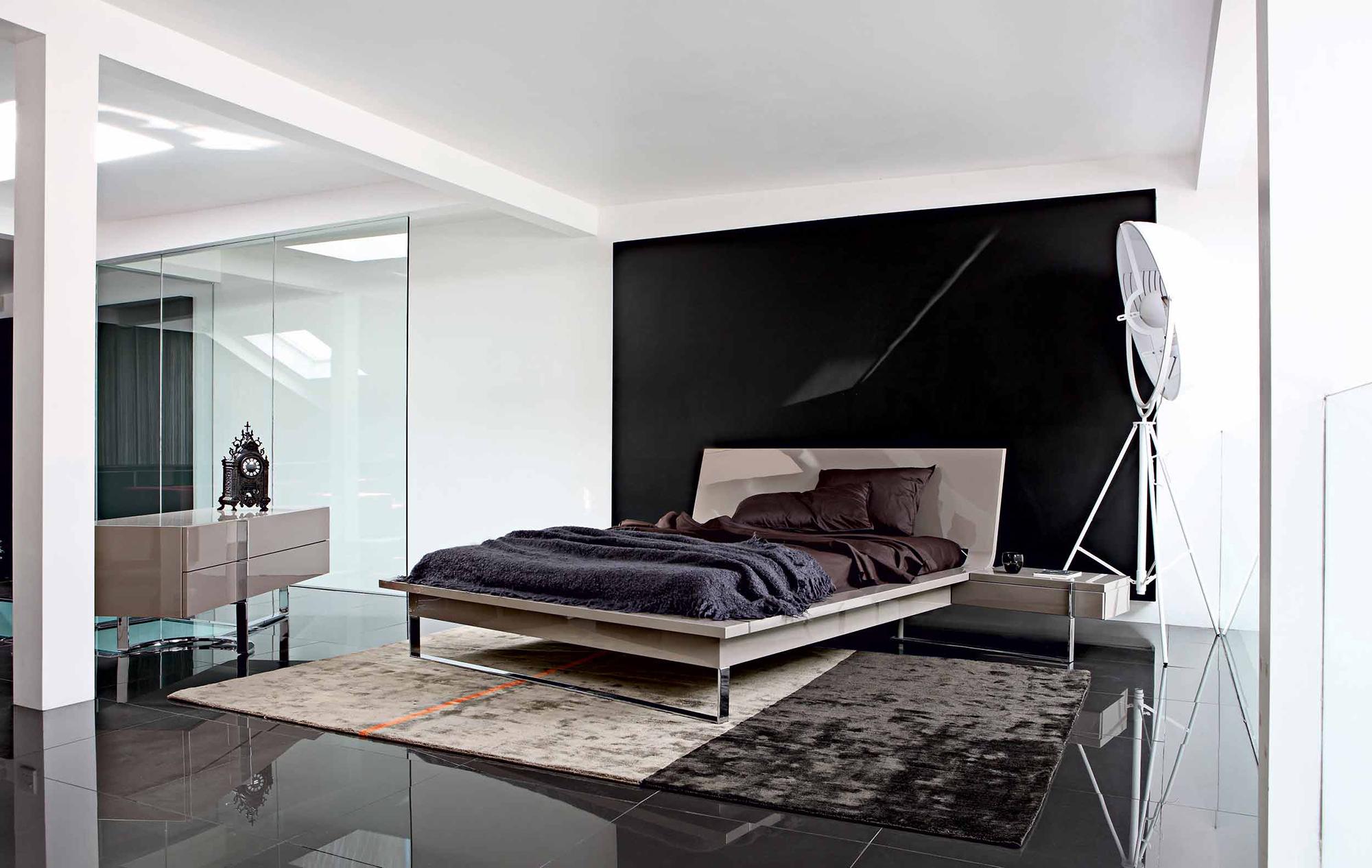 Бежевый, коричневый и белый цвета в современной минималистичной спальне