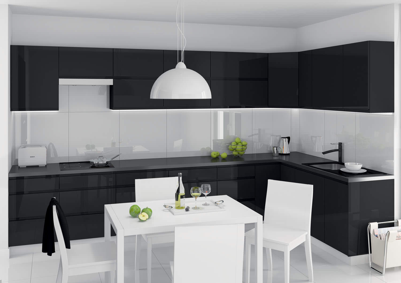 Черная и белая мебель на кухне в стиле минимализм