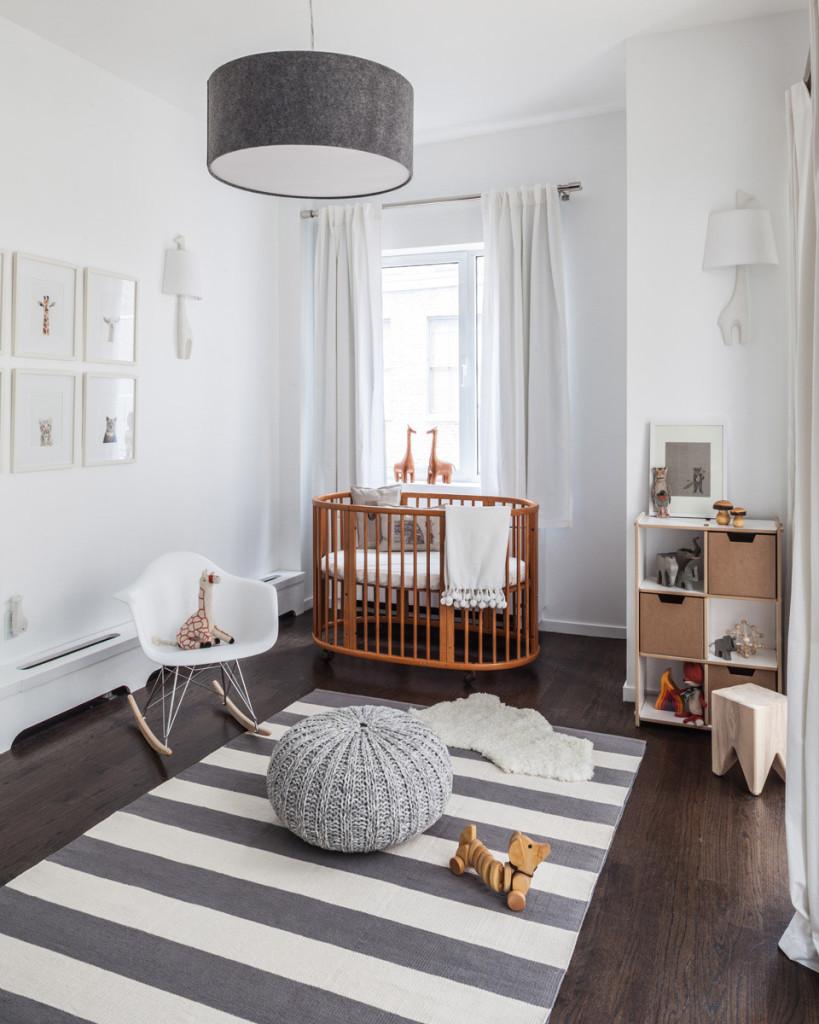 Уютная бело-серая детская в стиле модерн
