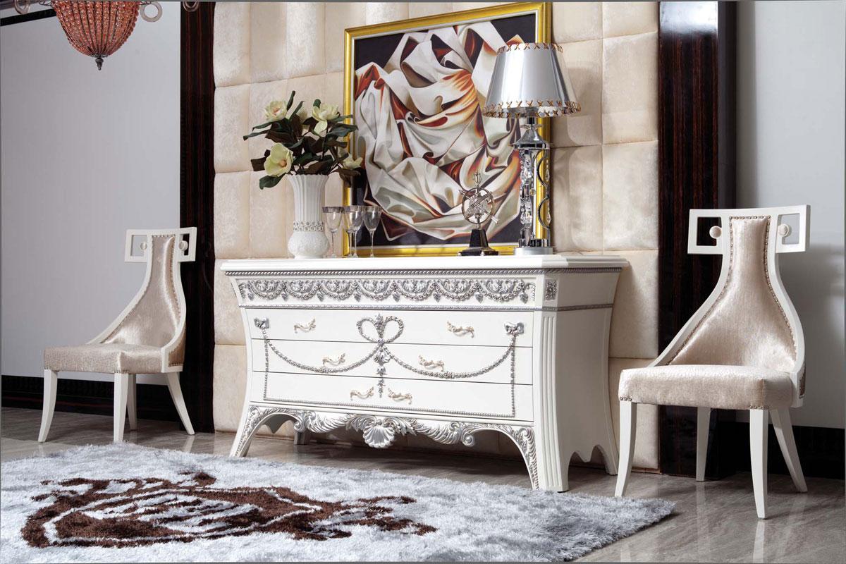 Красивый комод и стулья в стиле модерн
