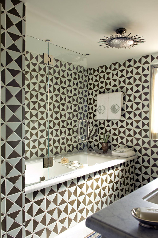 Черно-белое оформление ванной в стиле модерн