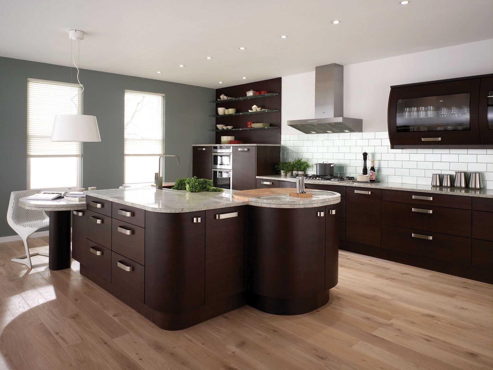 Кухонный гарнитур с островом в стиле модерн