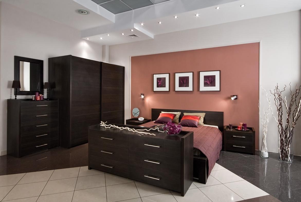 Мебель венге в интерьере небольшой спальни
