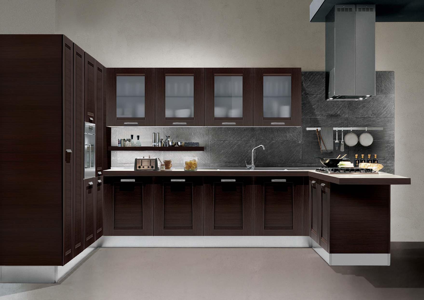 Современный кухонный гарнитур венге в интерьере кухни